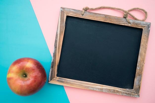 Ardósia e maçã