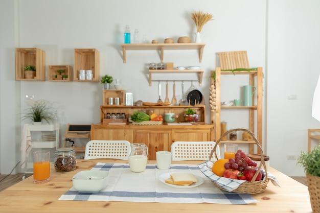 Área de cozinha design para pequenas famílias