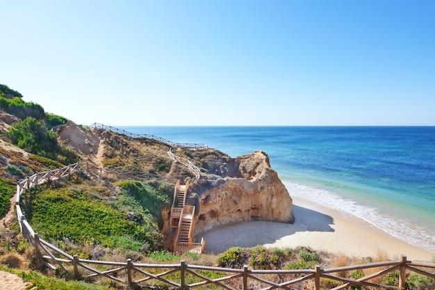 Área de recreação a pé até o mar. portugal.