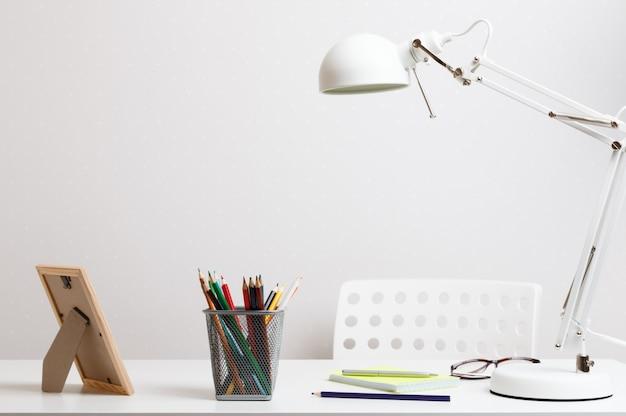 Área de trabalho confortável em casa e no escritório.