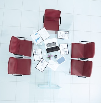 Área de trabalho de vista superior com conceito de negócios de documentos financeiros