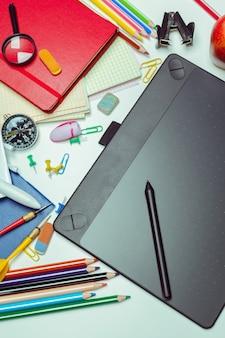 Área de trabalho do artista. mesa digitalizadora