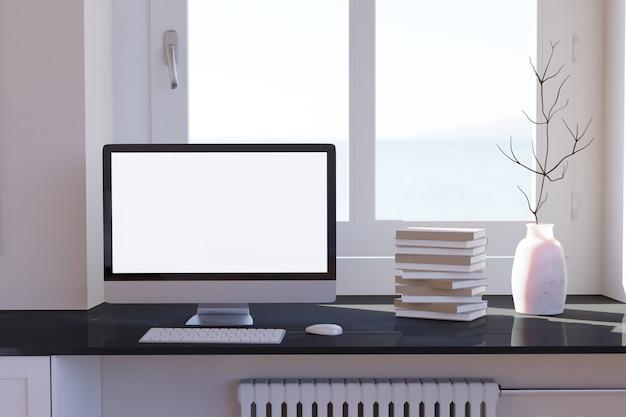 Área de trabalho do computador em branco com teclado na mesa e livros à janela na mesa de mármore em um quarto ensolarado