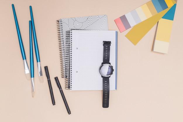 Área de trabalho do escritório com um notebook