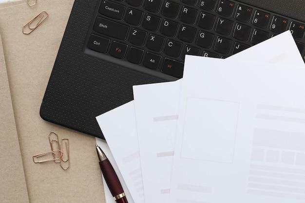Área de trabalho. local de trabalho e mesa de escritório