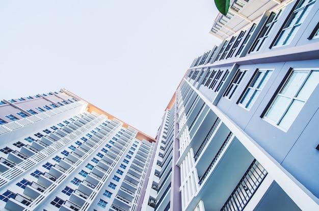 Área do edifício do apartamento edifício de apartamentos, tom do vintage