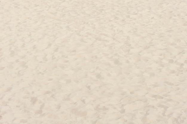 Areia de praia fina ao sol de verão