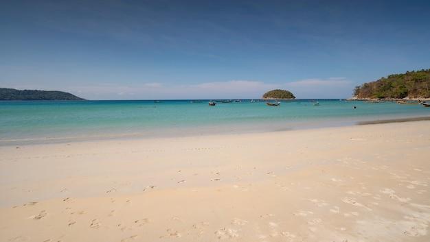 Areia do mar vazio e fundo de verão da praia com espaço de cópia areia linda praia incrível em phuket, tailândia.