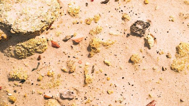 Areia e rochas