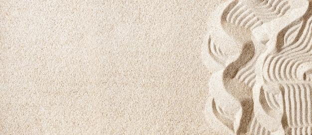 Areia limpa na praia com padrão como plano de fundo, espaço de cópia, banner