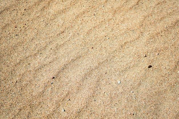 Areia na praia em dia de sol