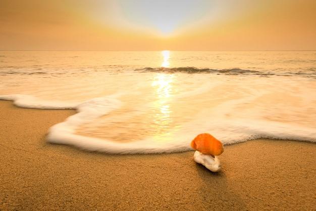 Areia na praia na tailândia