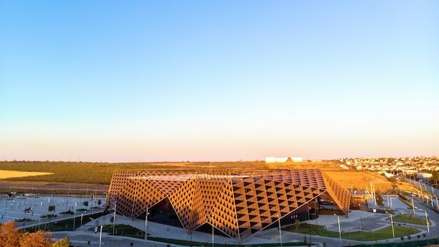 Arena chisinau durante o pôr do sol na moldávia