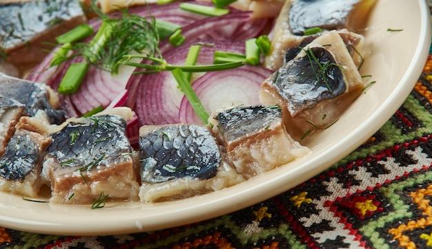 Arenque de natal, cozinha lituana, pratos variados tradicionais do báltico, vista superior.
