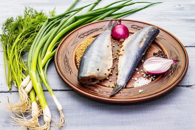 Arenque levemente salgado norueguês tradicional