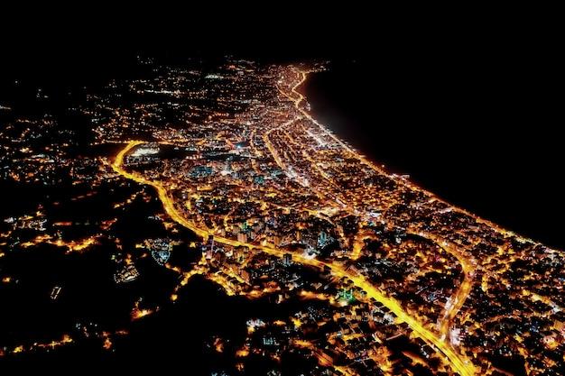 Arial vista noite cidade luzes cidade da turquia