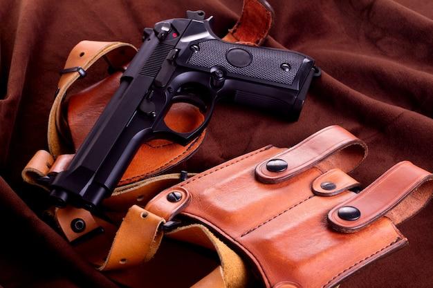 Arma de airsoft isolada