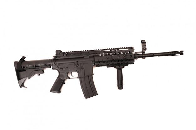 Arma do exército m16 isolada no branco