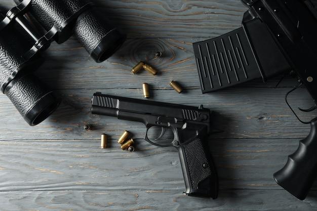 Arma em madeira cinza, vista superior