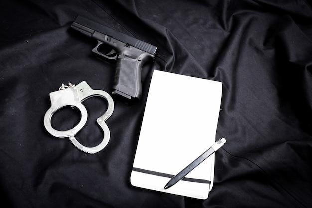 Arma moderna, preto