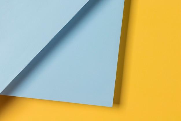 Armário azul e amarelo