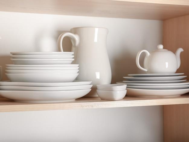 Armário de cozinha com louças rústicas bonitas