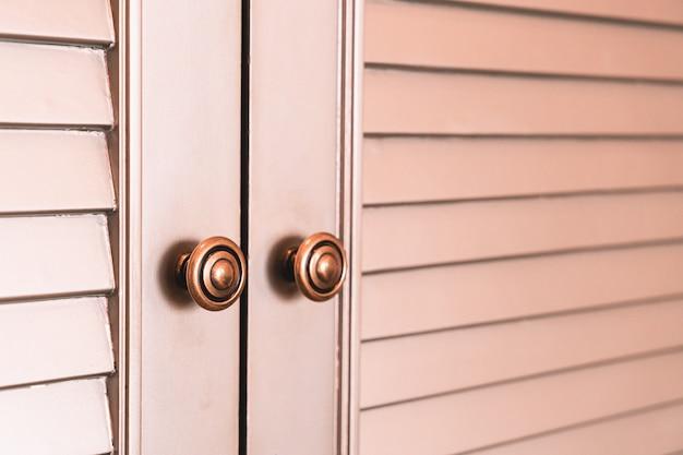 Armário de madeira ou superfície e textura do guarda-roupa