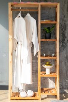 Armário de toalhas
