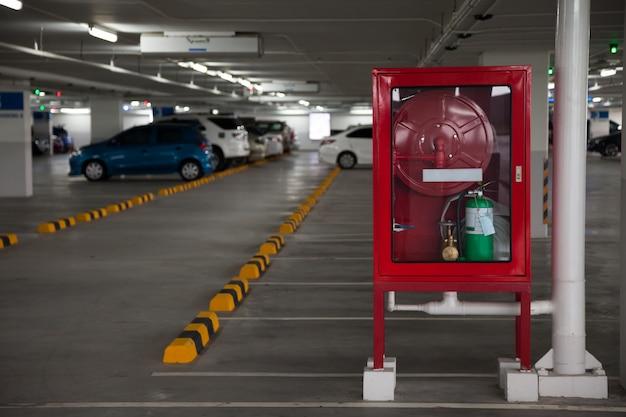 Armários para extintores de incêndio em estacionamento