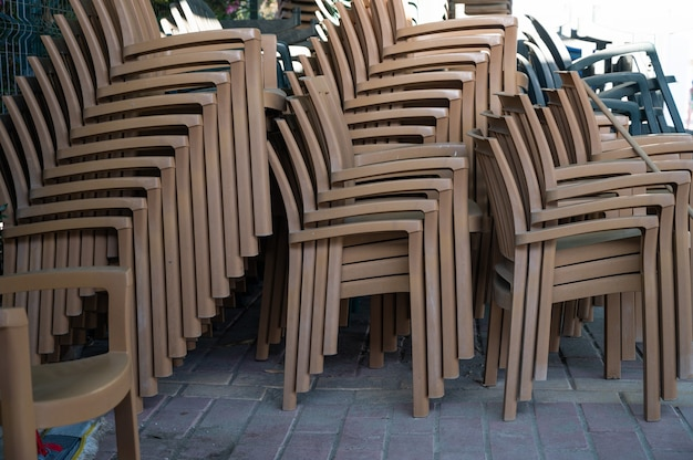 Armazém de cadeiras de plástico montagem de cadeiras