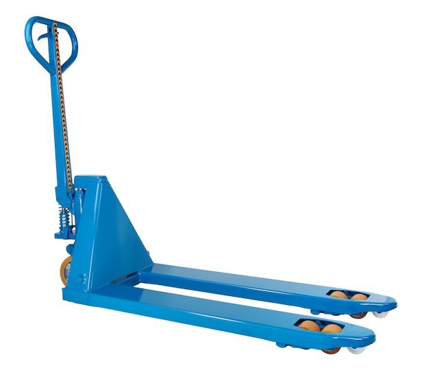Armazém de equipamento industrial, porta-paletes hidráulica manual azul, empilhadeira, isolada em um fundo branco, caminho salvo, ninguém.