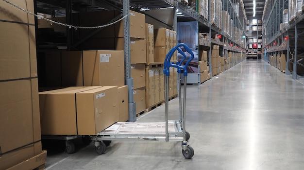 Armazém grande armazenamento ou carga para distribuição.