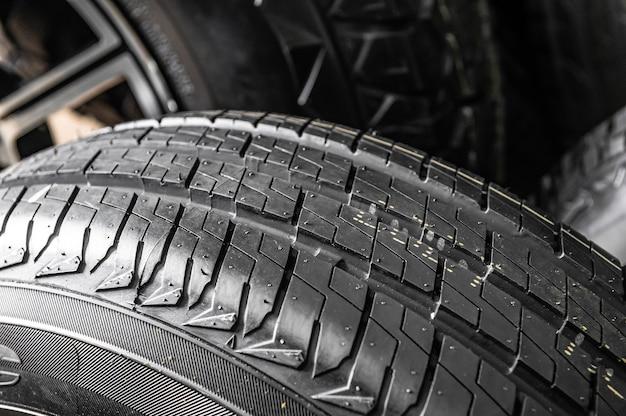 Armazém, loja de pneus de diversos tamanhos