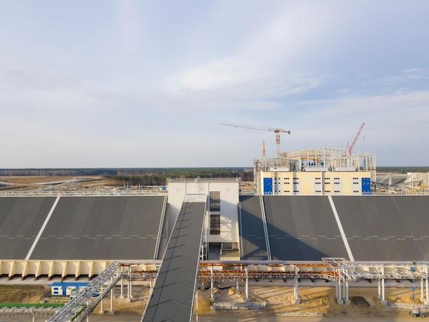 Armazém para armazenamento de minério. mineração e planta de processamento. mineração de silvinita. construção. distrito de petrikov, república da bielorrússia.