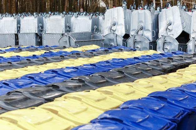 Armazenamento de armazém novos contentores de lixo
