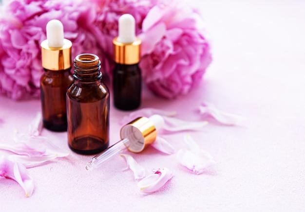 Aromaterapia óleos essenciais e peônias rosa