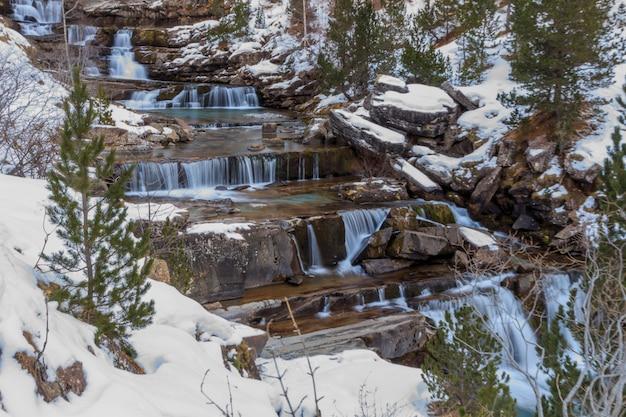 Arquibancada de soaso (ordesa monte-perdido). conceito de água natureza