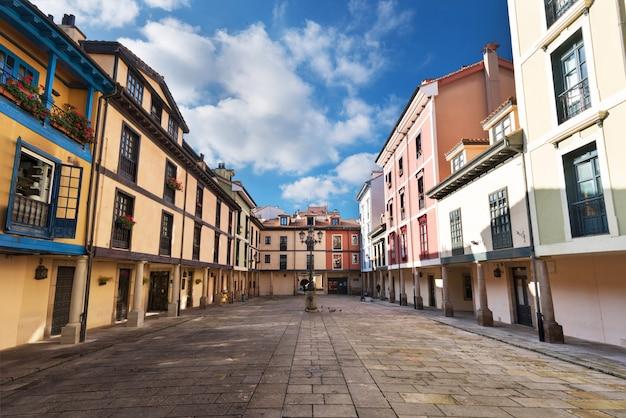Arquitectura da cidade de oviedo, as astúrias, espanha.