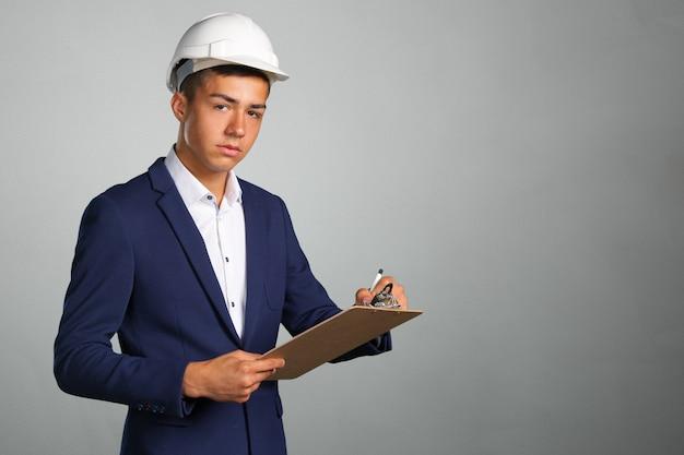 Arquiteto feliz jovem empresário