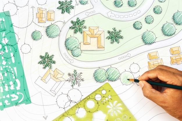 Arquiteto paisagista projetando no plano de análise do local