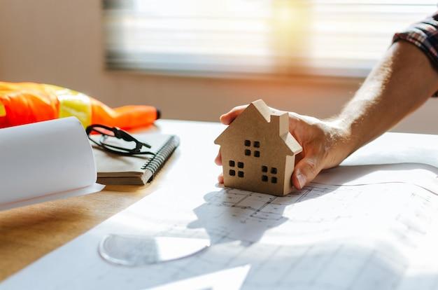Arquiteto profissional, engenheiro ou mão interior
