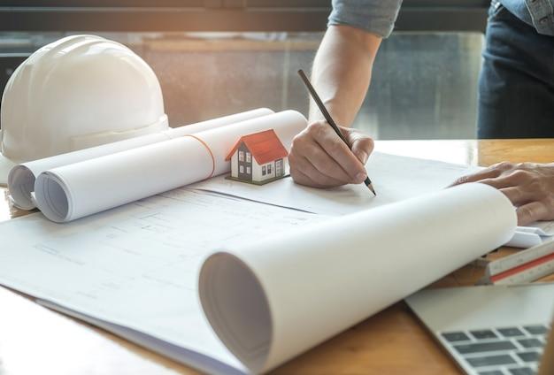 Arquitetos estão escrevendo com o modelo home