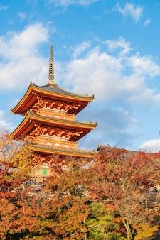Arquitetura bonita no templo kyoto de kiyomizu-dera ,.