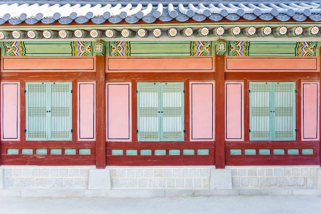 Arquitetura coreana tradicional no palácio de gyeongbokgung em seoul, coreia do sul.