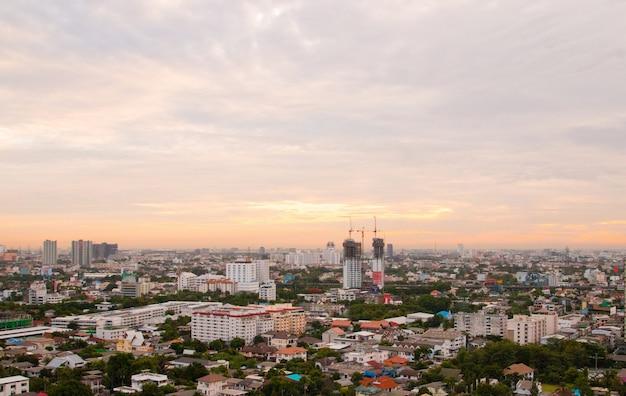 Arquitetura da cidade da vista aérea da cidade moderna em banguecoque.