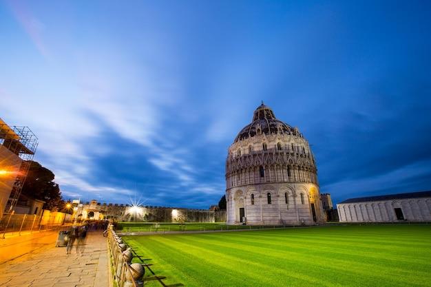 Arquitetura da cidade de pisatower e marco histórico da itália.