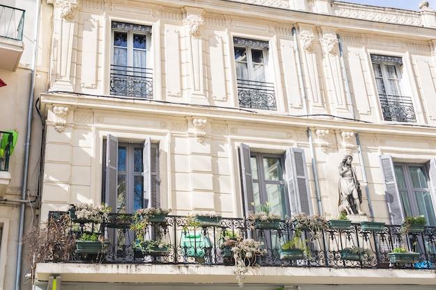 Arquitetura de design e conceito externo de varandas francesas clássicas