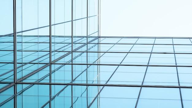 Arquitetura de geometria na janela de vidro