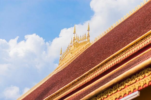 Arquitetura do budismo no telhado da igreja dentro do templo.