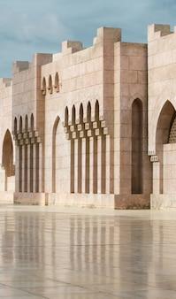 Arquitetura do pátio da mesquita el mustafa em sharm el sheikh. egito.